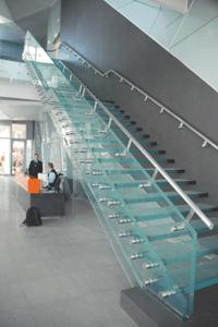 Proiect si solutii constructive pentru scara din sticla a unei cladiri de birouri