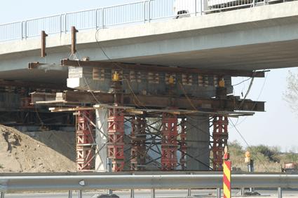 DARA CONSTRUCTII: Lucrari de constructii speciale. Ridicarea si coborarea controlata a suprastructurilor de poduri si/sau pasaje, sub circulatie